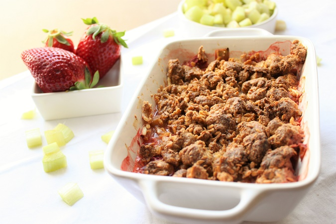 Crumble fraise rhubarbe chocolat blanc